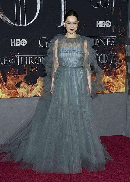 La reine des Dragons, Daenerys, est venue sans ses dragons, mais avec une somptueuse robe