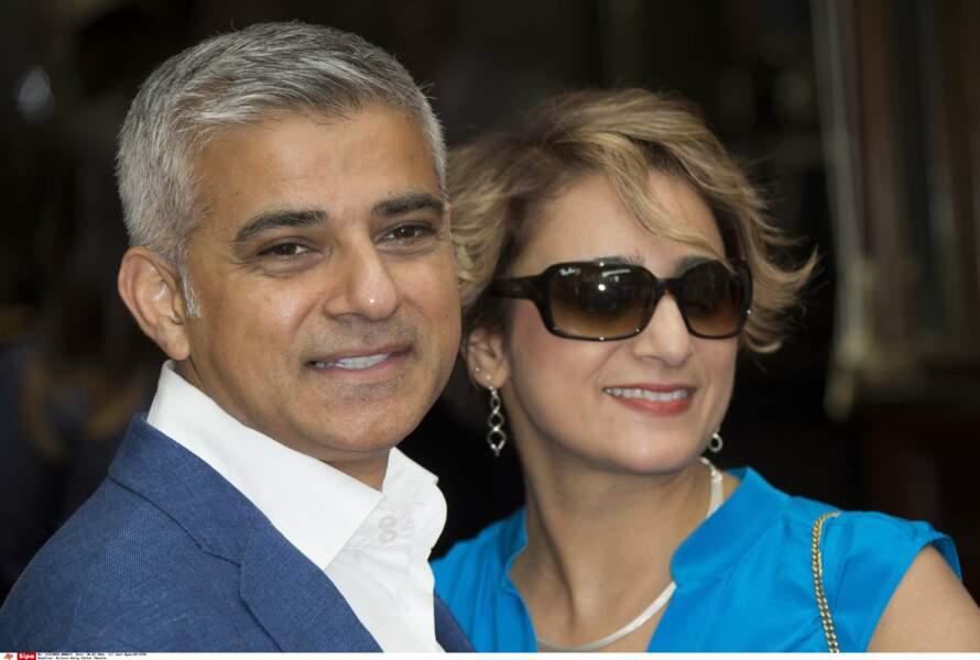 Le maire a posé avec son épouse Saadiya