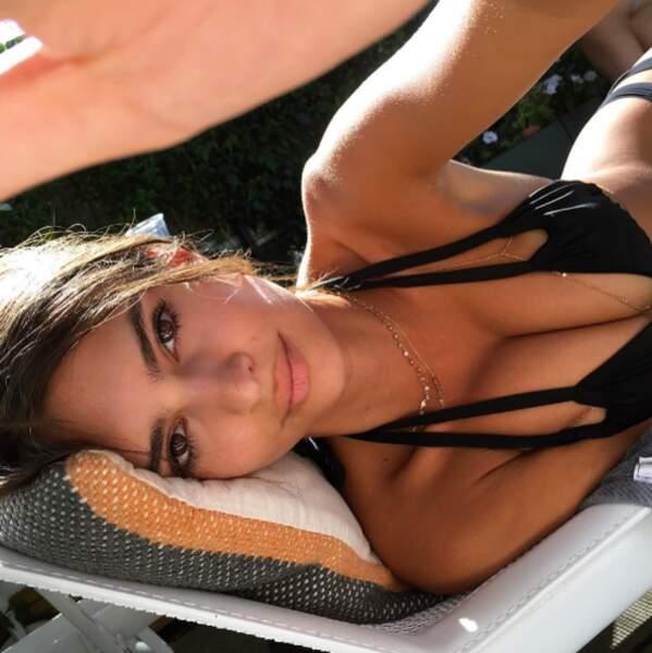 Emily Ratajkowski, toujours là pour une photo en bikini.