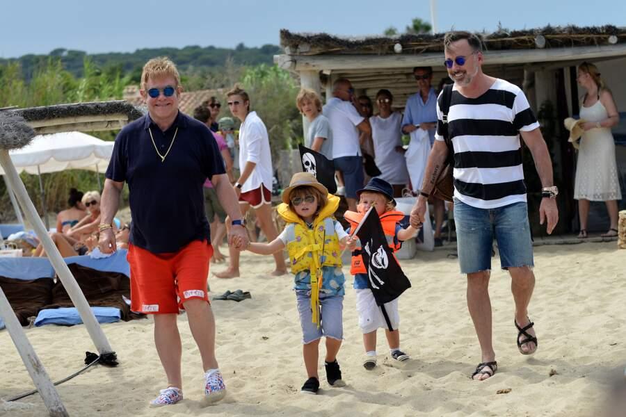 Vacances en famille pour Elton John, son mari David Furnish et leurs enfants à Saint-Tropez !