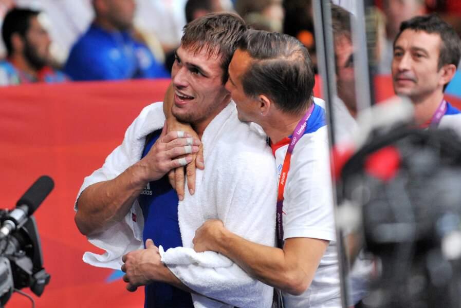 L'odyssée olympique de Steeve Guenot continue. Après l'or en 2008, le lutteur a sa statue de bronze