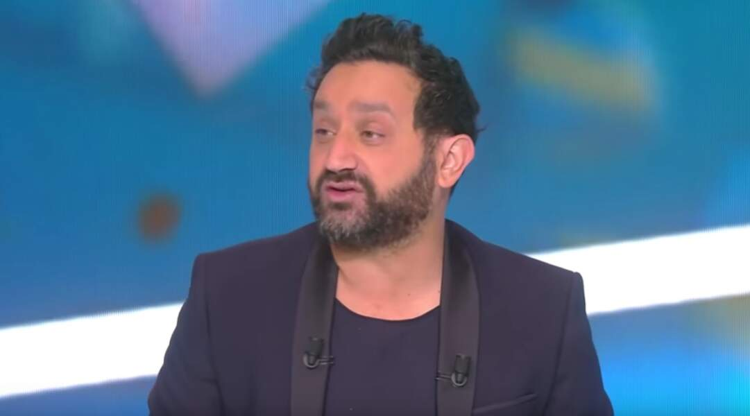 En 2016, Cyril Hanouna affiche un look chic mais décontracté