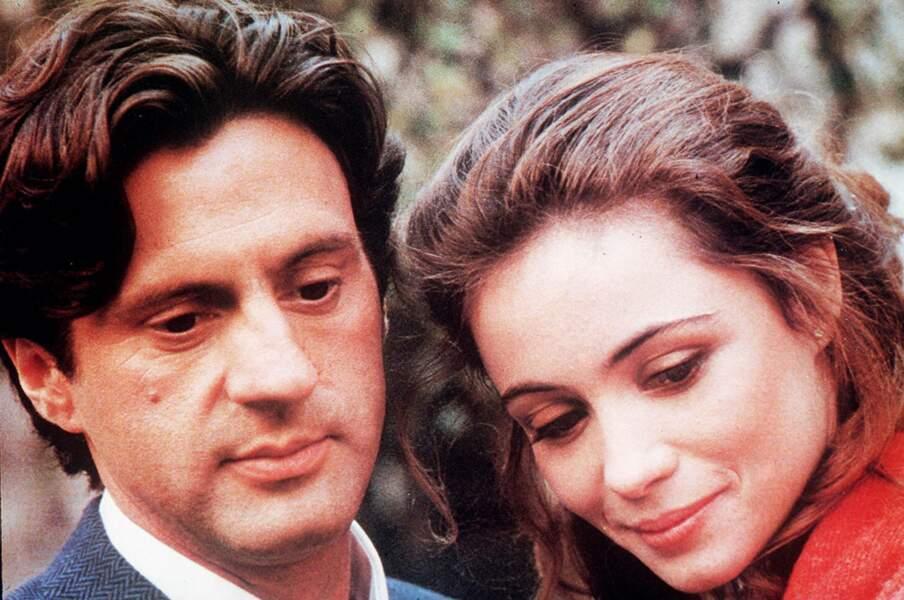 1985. Daniel Auteuil rencontre Emmanuelle Béart se rencontrent sur le tournage de L'amour en douce.