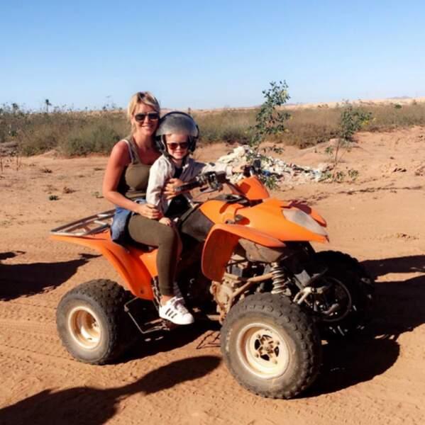 Elle voyage aussi toute seule avec Hugo de temps en temps. Là, il teste le quad près de Barcelone.