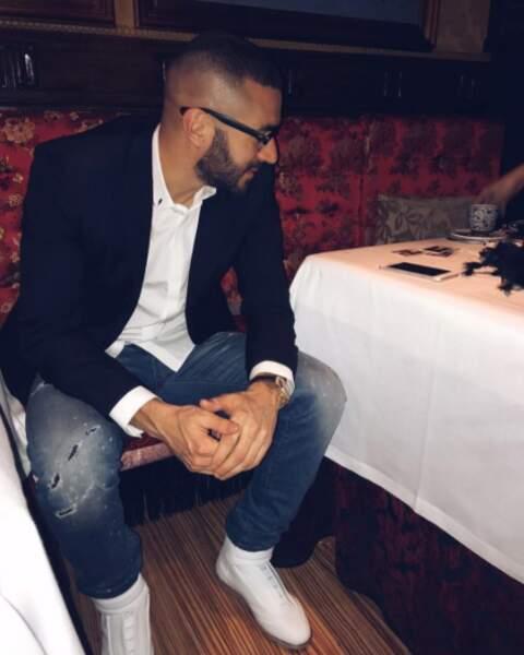 Veste de costume, lunettes... Karim Benzema était sur son 31 pour le Nouvel An !