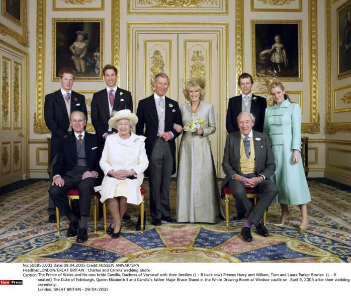 En 2005,  le prince Charles épouse Camilla Parker Bowles. Kate pas encore membre du cercle intime n'y assistera pas