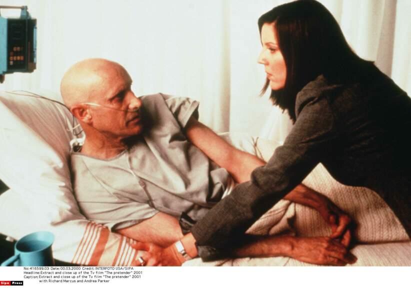 Dr Raines, l'homme à la bouteille d'oxygène joué par Richard Marcus est le cruel médecin-psychiatre du centre