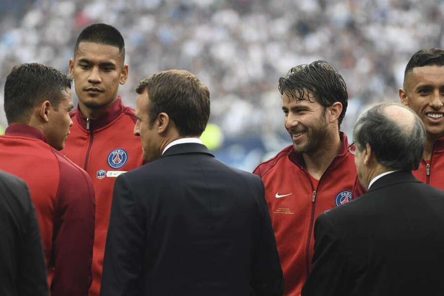 Le Président est même allé saluer les joueurs du PSG sur la pelouse avant le match