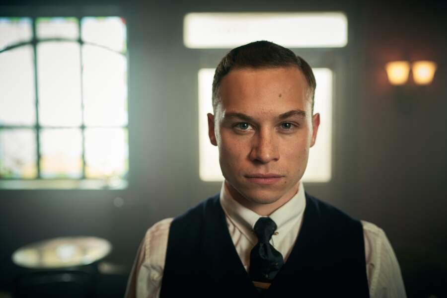 Et Michael Gray, le fils de Polly, est interprété par Finn Cole