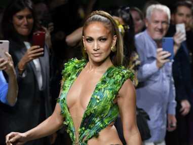 Jennifer Lopez met le feu à internet en portant sa célèbre jungle dress Versace 19 ans après