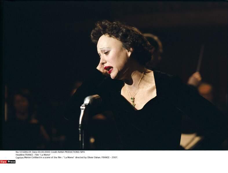 Elle joue Edith Piaf dans La Môme (2007)