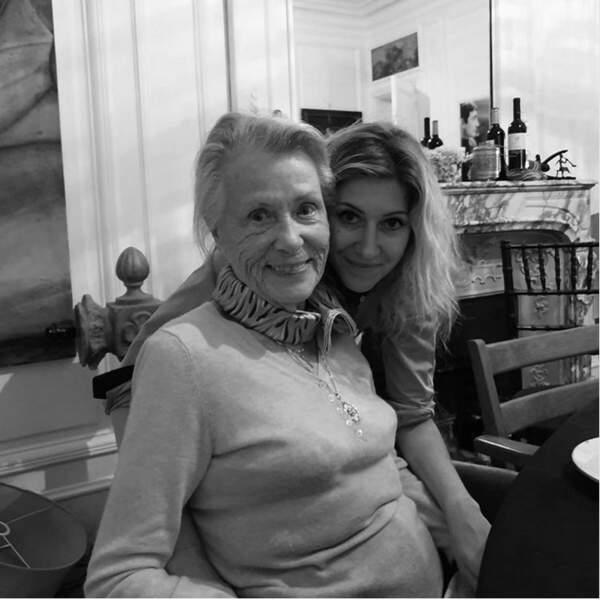 Pause tendresse pour Amanda Sthers et sa grand-mère