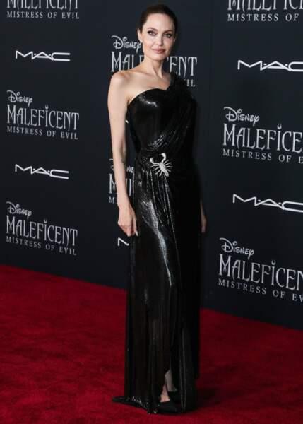 Angelina Jolie reprend son rôle de Maléfique dans la suite du film sorti en 2014
