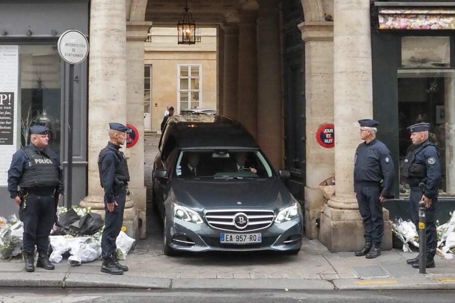 … pour laisser passer le corbillard contenant le cercueil de Jacques Chirac