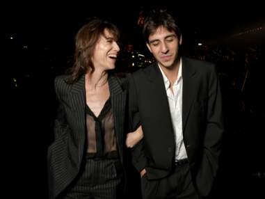Charlotte Gainsbourg pose avec son fils Ben Attal au défilé Saint Laurent