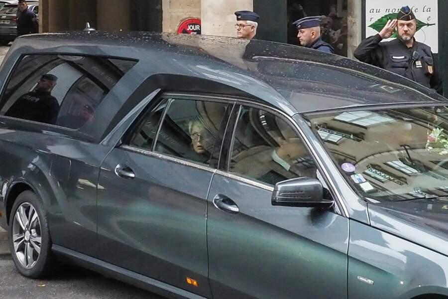 Claude Chirac escortant le cercueil de son père vers les Invalides