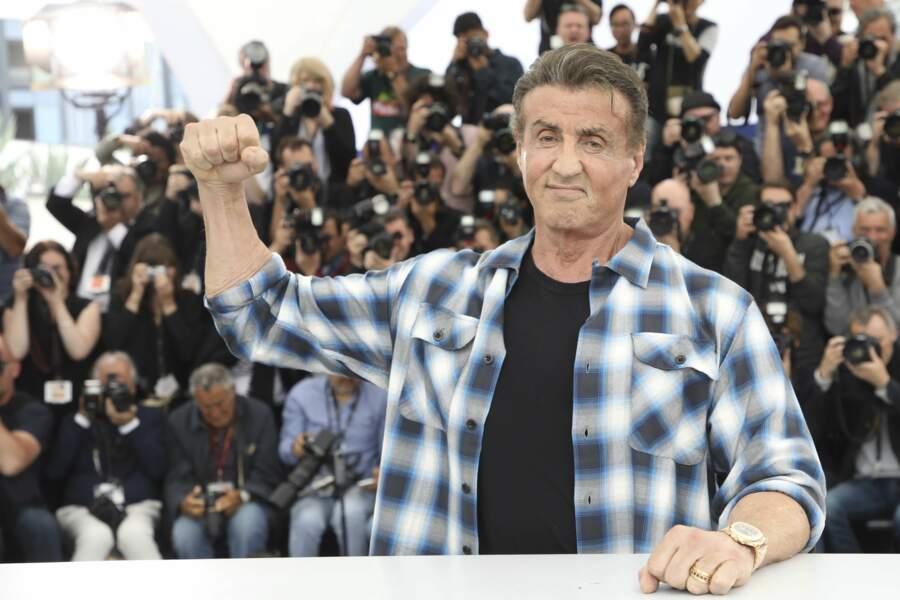 Stallone pose pour les photographes à Cannes (2019)