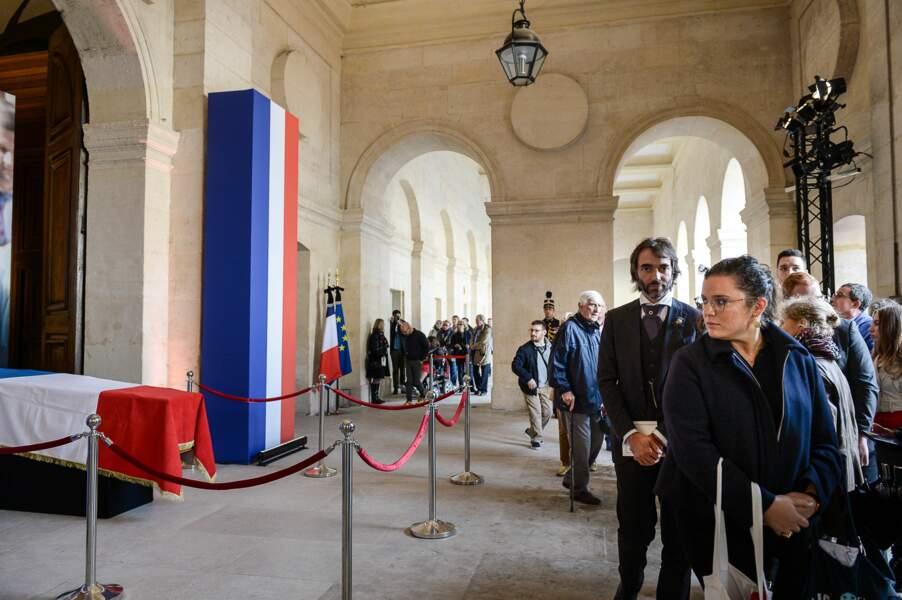 Cédric Villani près du cercueil de Jacques Chirac