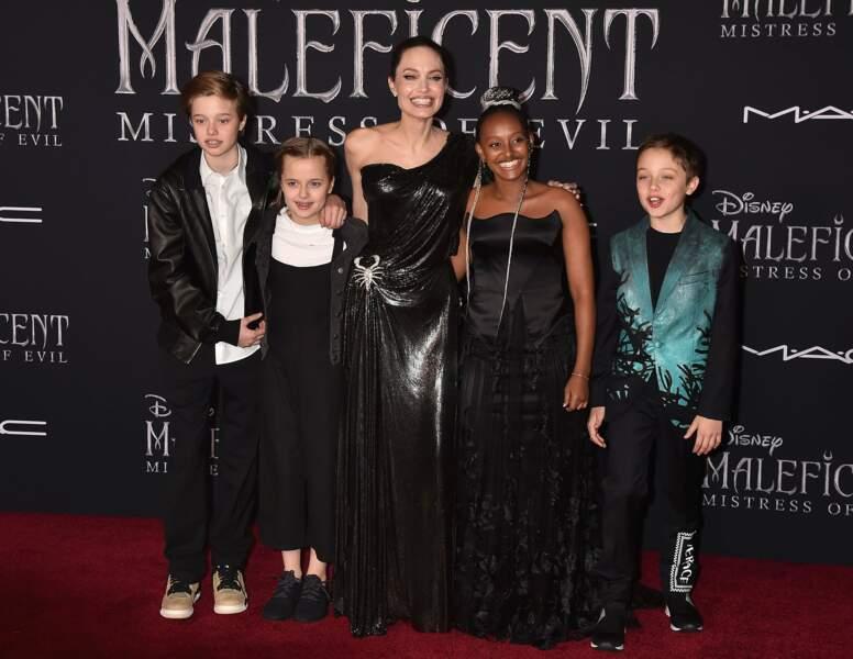 Angelina Jolie est apparue tout sourire avec cinq de ses six enfants