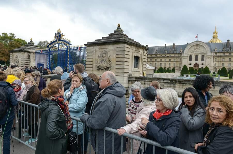 Depuis le matin, la foule se pressait devant les grilles des Invalides en attendant leur ouverture