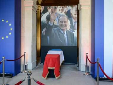 Les images du cercueil de Jacques Chirac et de l'hommage populaire aux Invalides