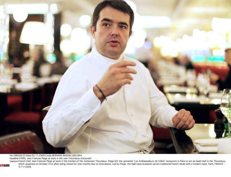 Cliché datant de 2009, dans les cuisines de son restaurant Le Thoumieux, c'était avant l'aventure Top Chef