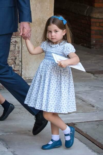 La princesse Charlotte porte pour l'occasion une ravissante robe bleue
