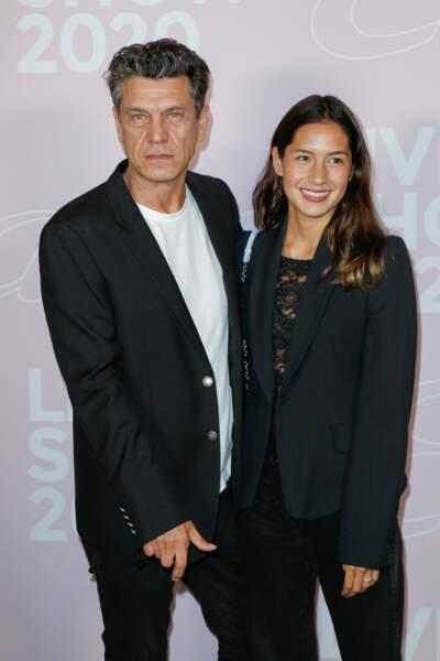 Cela ne saute pas aux yeux mais Marc Lavoine est ravi d'épouser sa jeune compagne Line Papin ! Le couple s'est uni lors d'une cérémonie intime à Paris le 25 septembre.