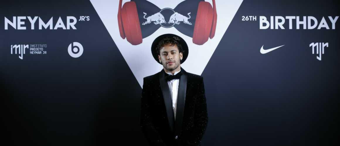 neymar a f t son anniversaire en grandes pompes video. Black Bedroom Furniture Sets. Home Design Ideas