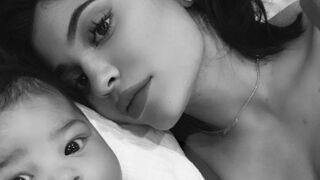 Kylie Jenner : des photos de son bébé et de son compagnon Travis Scott font un carton sur les réseaux sociaux (PHOTOS)