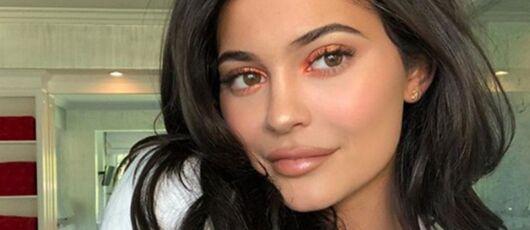 People: Kylie Jenner retourne à des lèvres naturelles (PHOTOS)