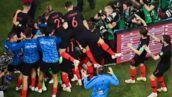 Croatie-Angleterre : la géniale réaction du photographe chahuté par les Croates après leur but (VIDEO)