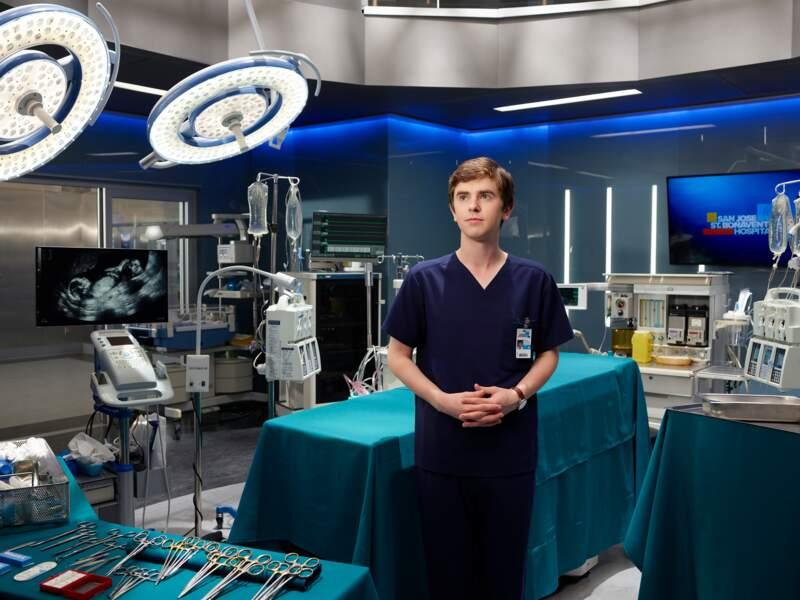 Son personnage de jeune chirurgien devra surmonter des préjugés en arrivant à San José...