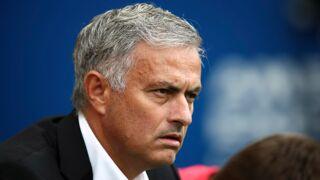 Critiqué, l'entraîneur de Manchester United José Mourinho perd les pédales et envoie tout le monde valser ! (VIDEO)