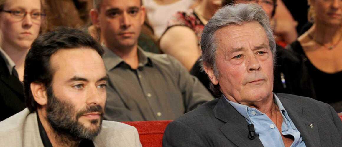 Anthony Delon fâché avec son père Alain Delon ? Sa petite phrase qui en dit long