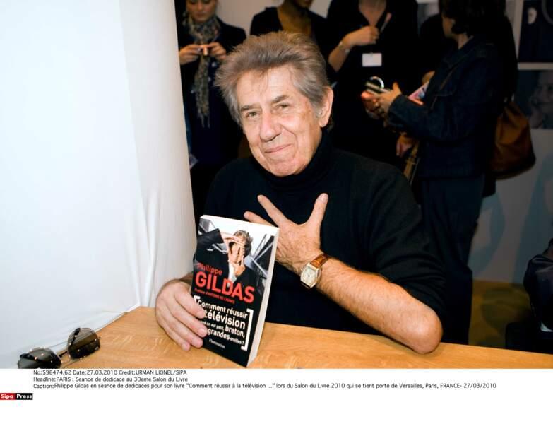 """Philippe Gildas en séance de dédicaces pour son livre """"Comment reussir à la télévision ..."""""""