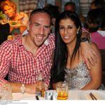 La femme de Franck Ribéry craque et s'en prend à l'arbitre du match Dortmund/Bayern Munich (PHOTO)