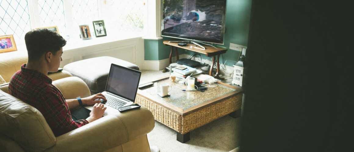 comment connecter son ordinateur sa t l vision. Black Bedroom Furniture Sets. Home Design Ideas