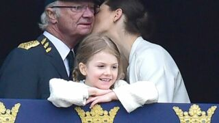 Quand la princesse Estelle de Suède se familiarise avec les bijoux de la couronne : craquante !