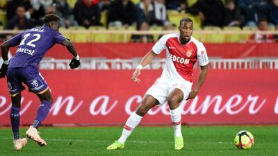Grâce au premier but de Cesc Fabregas en Ligue 1, Monaco relève la tête (REVUE DE TWEETS)