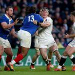 En sang, le rugbyman anglais Tom Curry ne s'est pas ménagé contre les Bleus (VIDEO)