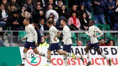 Ligue 1 : le PSG s'impose difficilement contre Saint-Étienne grâce à un superbe but de Mbappé (REVUE DE TWEETS)