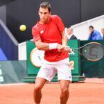 Tennis : Vainqueur de son premier tournoi, un joueur serbe rend hommage à ses parents décédés et suscite l'émoi (VIDEO)