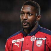 Un footballeur de Ligue 1 absent depuis des semaines à cause de complications liées à... des implants de barbe !