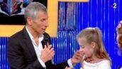 N'oubliez pas les paroles : Nagui et les musiciens émus par les nombreux cadeaux offerts par une enfant du public (VIDEO)