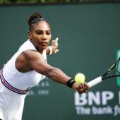 Tennis : A 19 mois, la fille de Serena Williams joue déjà avec les raquettes de sa mère (VIDEO)