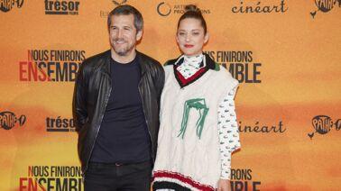 Marion Cotillard : short, mini-top et bottines… Son look surprenant sur le tapis rouge à Cannes ! (PHOTOS)