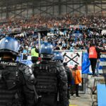 Ligue 1 : gaz lacrymogènes, tentative d'envahissement du terrain... des heurts ont éclaté en marge du match OM/OL (VIDEO)