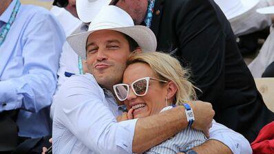 """Roland-Garros 2019 : bisous, rires, regards complices... Élodie Gossuin et Bertrand Lacherie """"in love"""" dans les tribunes (PHOTOS)"""