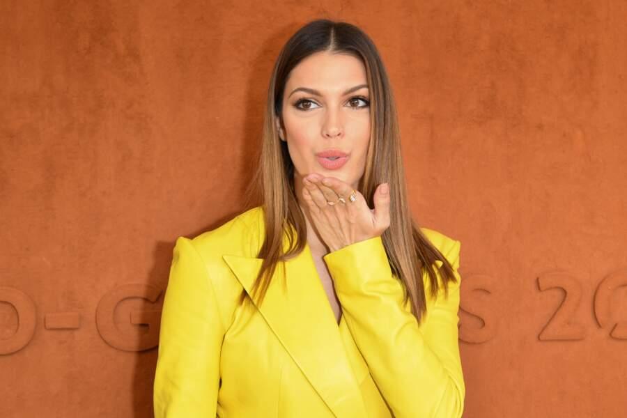 Iris Mittenaere envoie des baisers aux futurs vainqueurs